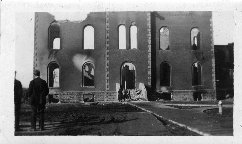 Old Baldwin Hall after the fire in 1924