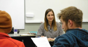 Mystery writer Laura Hughes teaching a mystery writing workshop on the Truman campus