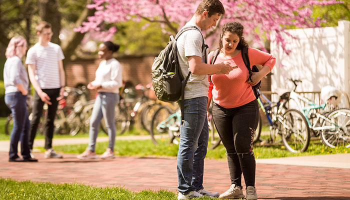 Students stopping to chat on the Truman campus