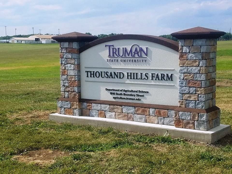 Thousand Hills Farm sign at t he entrance to the Truman State University Farm